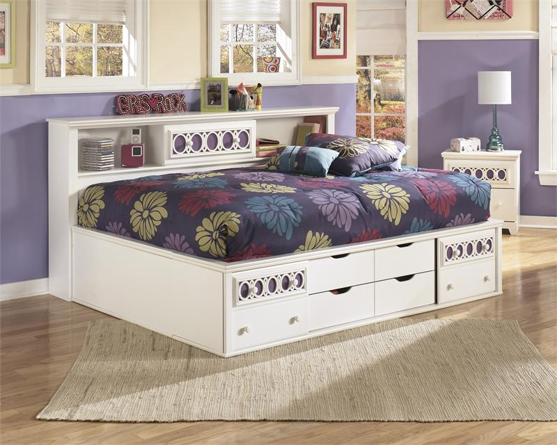 White Daybed Zayley Collection by Ashley Furniture
